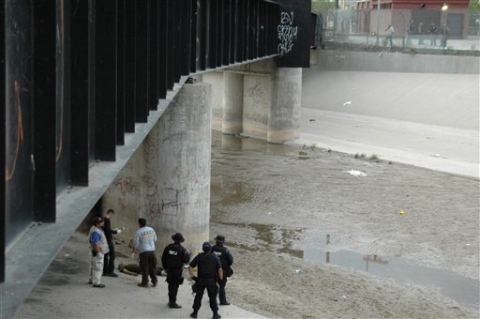Border agent shoots and kills 14-year-old boy on US side of international bridge: report