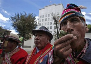 Bolivia: Coca-chewing protest outside US embassy