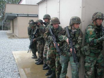 """US Teaching """"Counterinsurgency"""" Courses To Mexican Military in Drug War"""